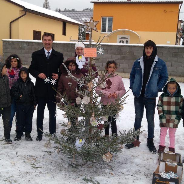 ZŠ s MŠ - zdobenie stromčekov 2018