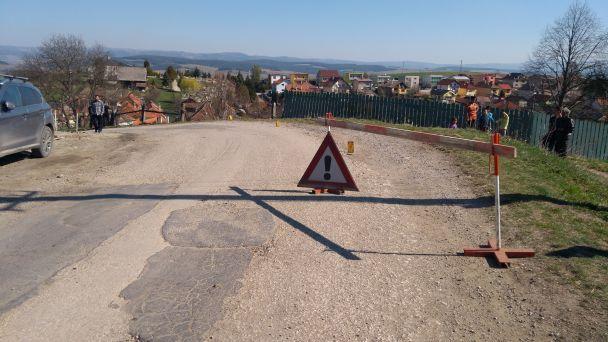 Obmedzenie na ceste po dopravnej nehode.